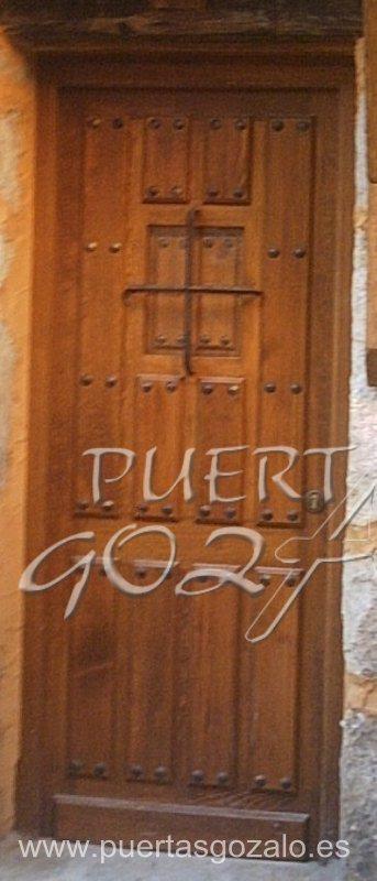 Puertas de entrada de piso puertas gozalo for Puerta entrada madera