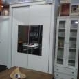 Frente de armario de dos puertas con espejo central.PRECIO:  995,00€ CON ZAPATERO950,00 SIN CAJONERA- ZAPATERO