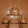 Cantarera de madera con 3 cántaros de barro hechos a mano.Precio:   115,00€ ( ii)