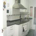 Cocina con puertas lacadas en blanco