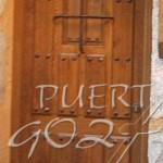 Puerta de entrada exterior en madera maciza