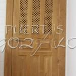 puerta pino con celosia_001